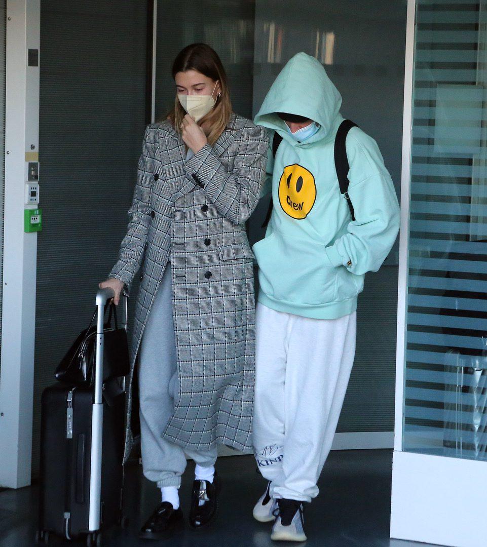 EXCLUSIVE: Justin Bieber and Hailey Baldwin seen arriving in Paris