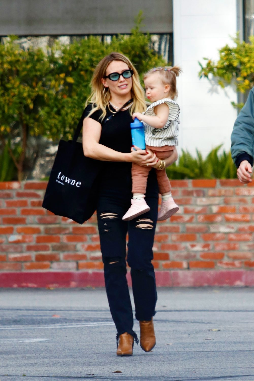 Hilary Duff out for lunch in Studio City, CA