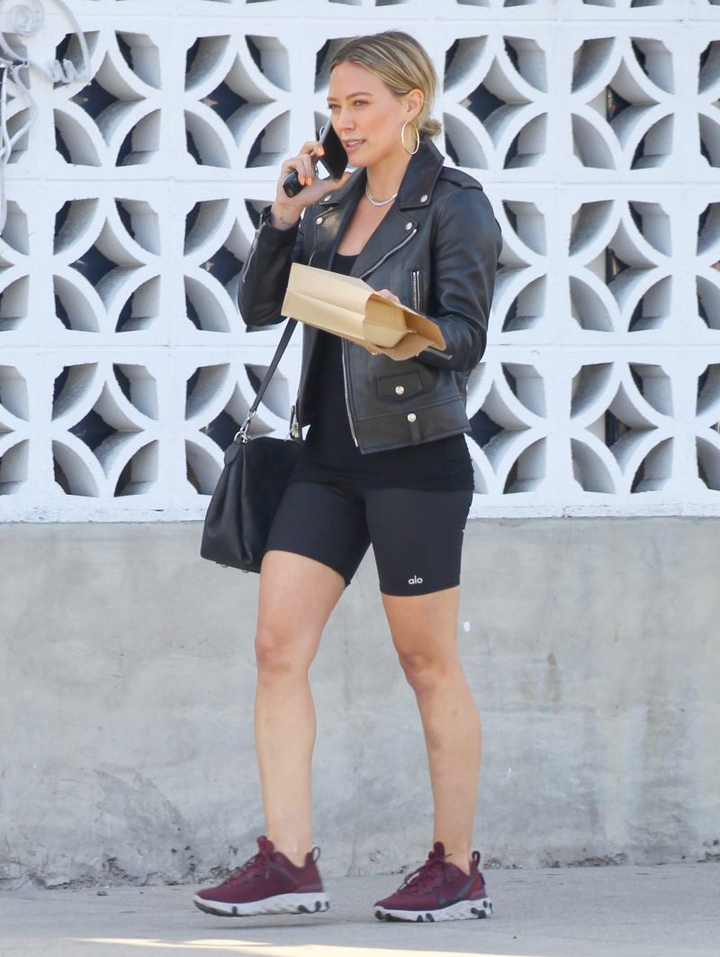 EXCLUSIVE: Hilary Duff gets food to go following a Yoga workout in Sherman Oaks